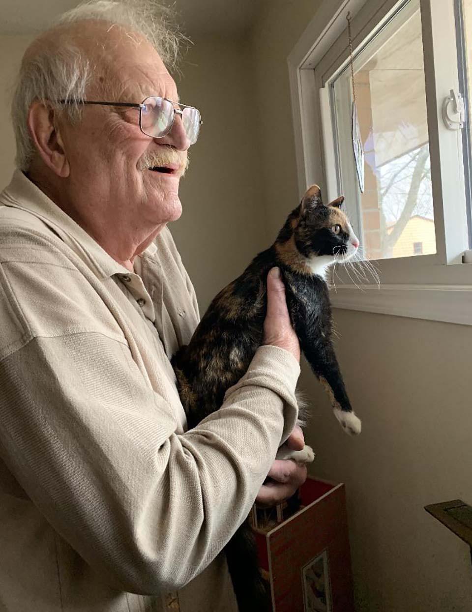 Abuelo y su gato