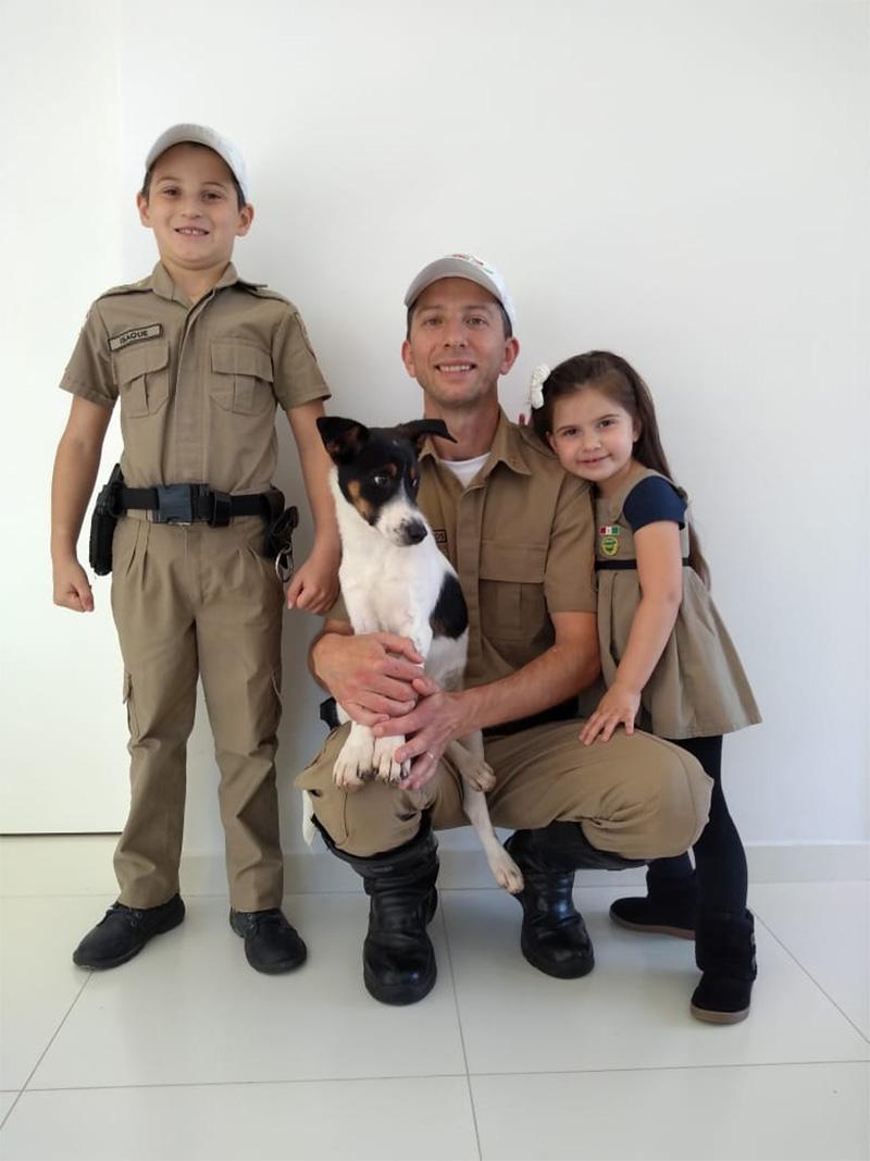 Familia adopta Rex