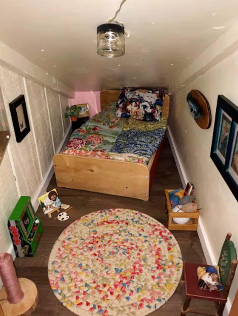 Hombre construye dormitorio para su gato