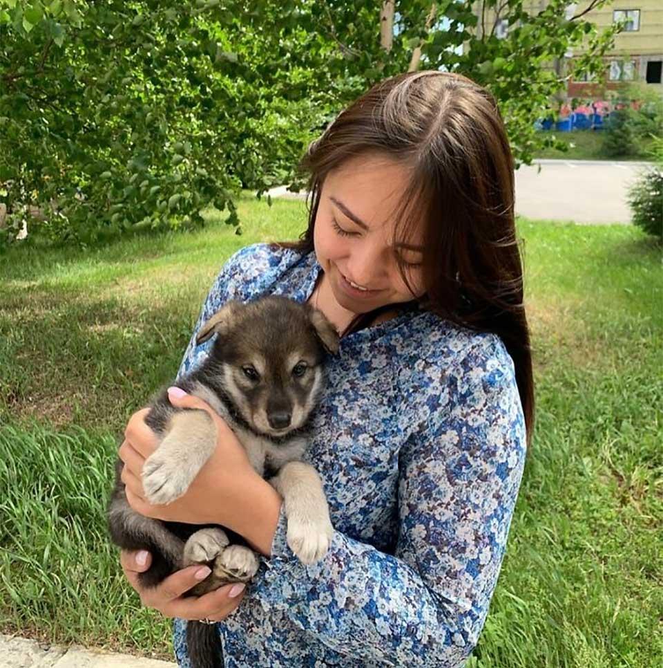 Mujer adopta una loba