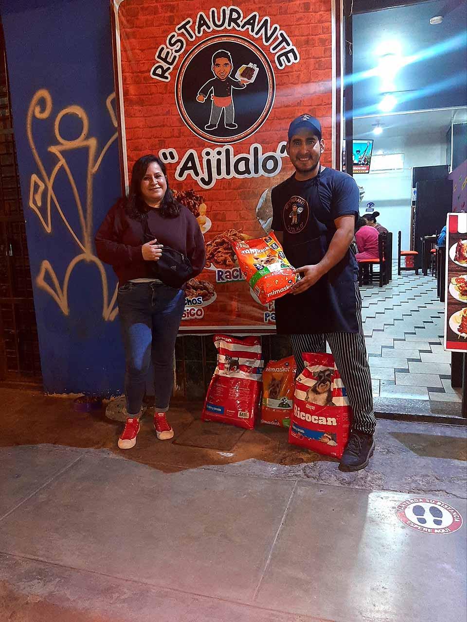 Donación de alimento para perros sin hogar
